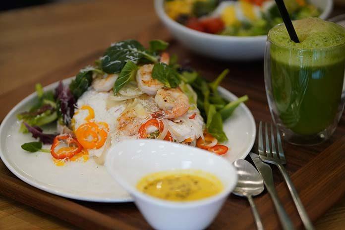 Jak dbać o dietę podczas podróży?